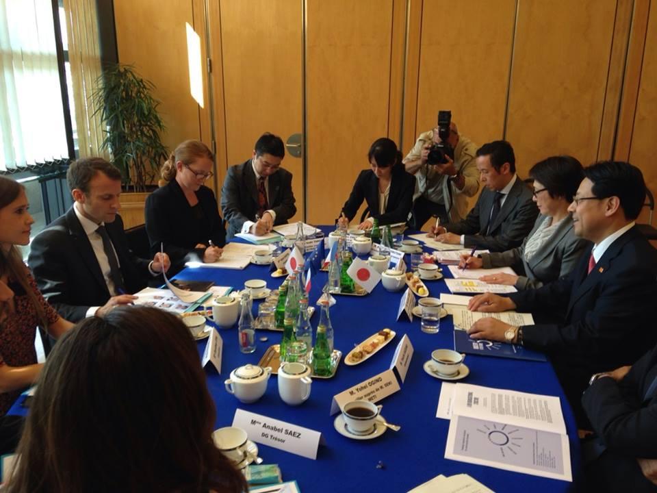 フランス経済産業デジタル大臣のマクロン大臣とバイ会談を行いました。