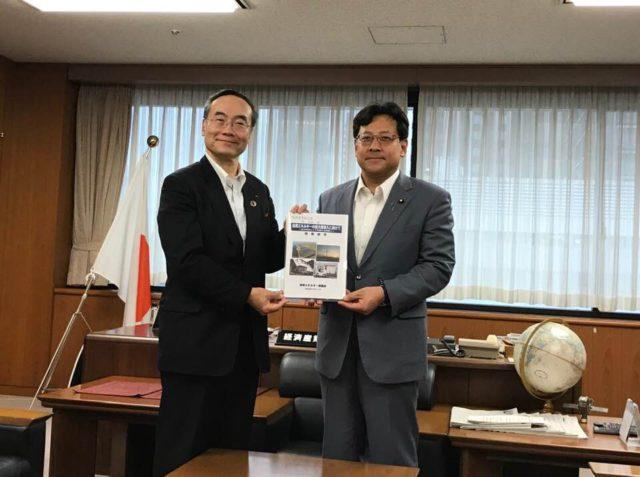 自然エネルギー協議会会長の飯泉徳島県知事がお越しくださいました。