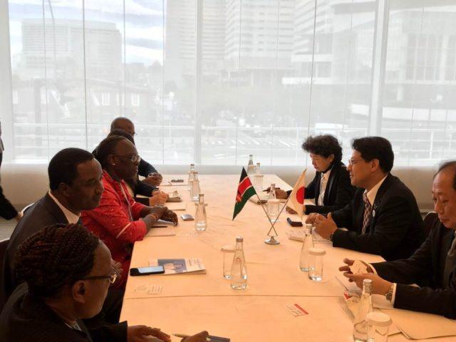 ケニア共和国、マイナ産業貿易協同組合省 副長官と。