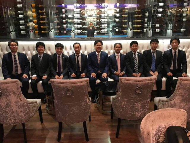 イギリスに進出されている日本企業の方々と業務後夕食を共に。