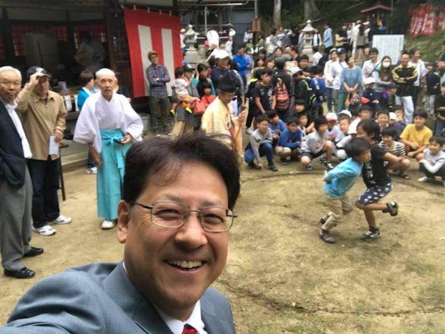 北向八幡さんの境内で押し相撲大会が開かれました。