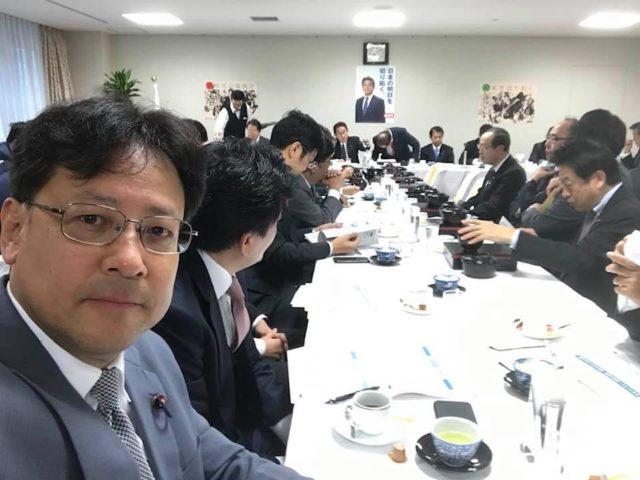 自民党本部では、通常毎朝8時から会議が開かれます。