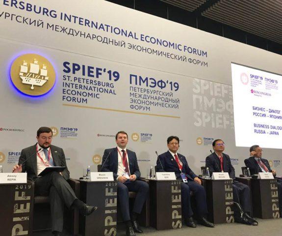 ロシア・サンクトペテルブルグ経済フォーラムのパネラーを務めました。