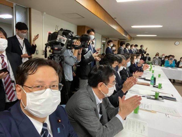 第二次補正予算の各部会取り纏め案の報告会議が開催されました。