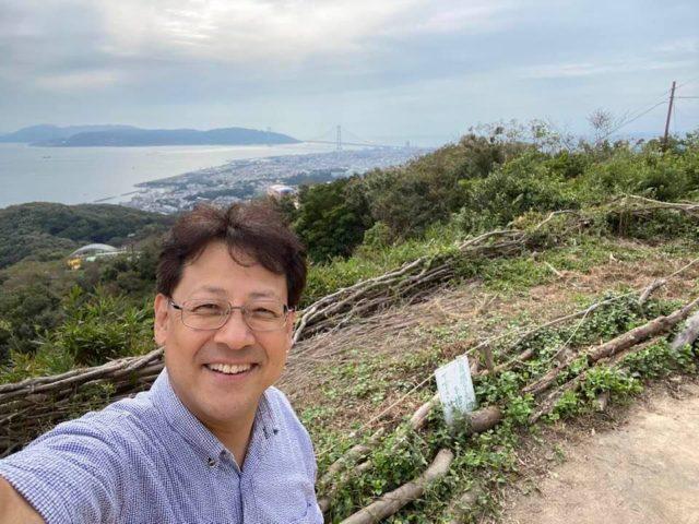明石大橋と淡路島が見えます。