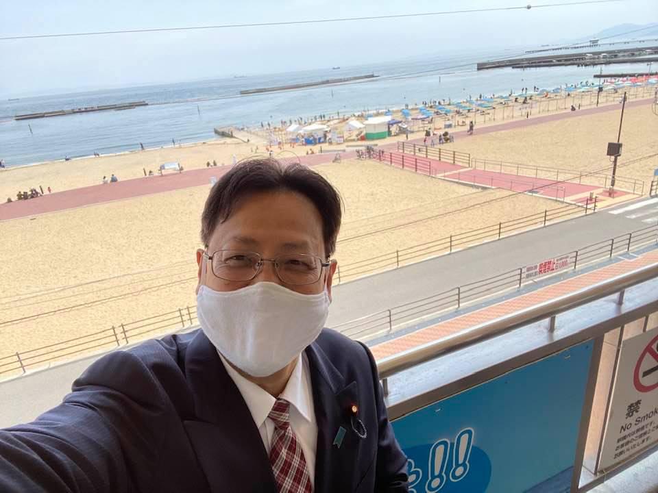 須磨海水浴場に潮干狩り現場が特設されました。