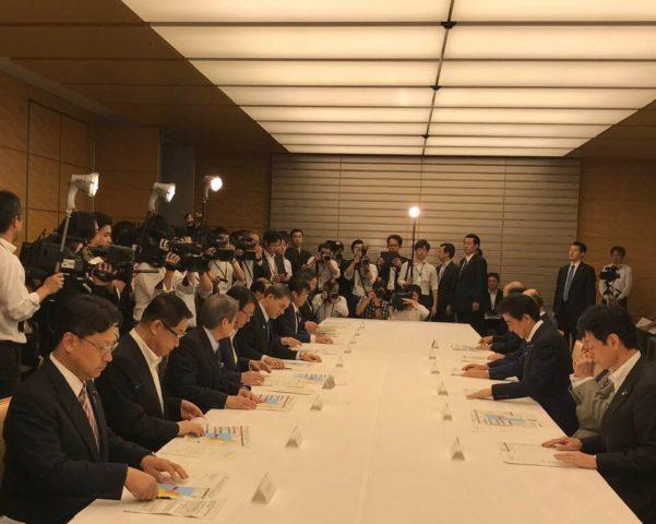 総理官邸にて地震の対策会議が開かれました。
