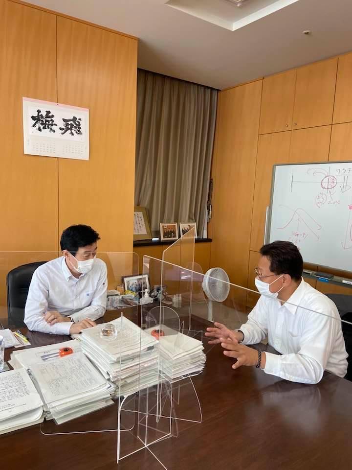 西村康稔コロナ対策担当大臣の大臣室で打合を致しました。