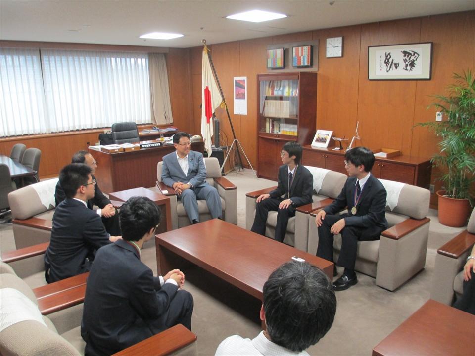 国際化学オリンピック日本代表の高校生が素晴らしい成績を修めました。
